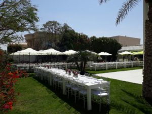 Clementine Dining Table with Clear Chiavari Chair Event Set Up 2 3 1 300x225 - Lockwood Outdoor Umbrella